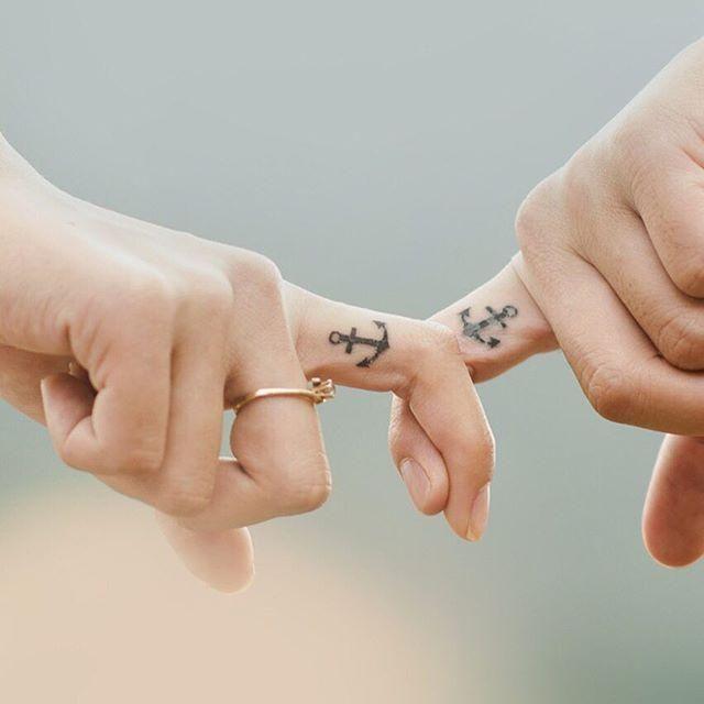 90 Tatuagens No Dedo Modelos Lindos E Criativos Tatuagem Casal