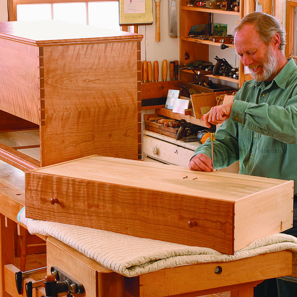 Shaker blanket chest by charles durfee free plan download from shaker blanket chest by charles durfee free plan download from fww issue diy projects solutioingenieria Image collections