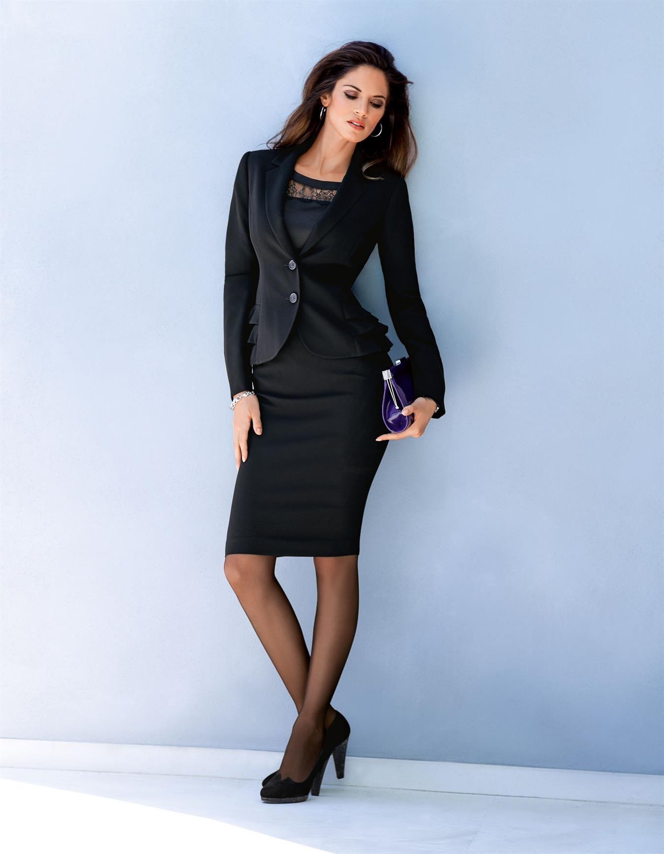 Kostüm mit Schößchen-Effekt in den Farben schwarz, lila - im ...