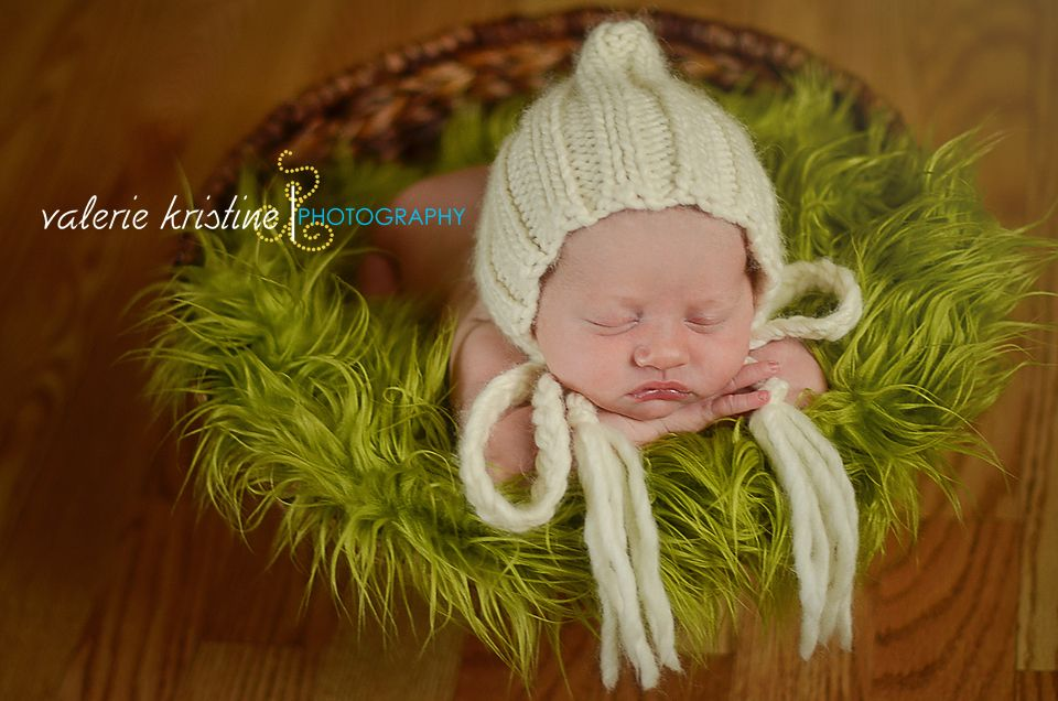 Snuggly soft bonnet is a classic for any special occasion or for your little girls photo session.    Bonnet is made from a blend of Alpaca, Merino and Silk yarn to be super soft on her delicate skin.    Newborn    Please see color chart for available colors for ordering.    I welcome custom order...