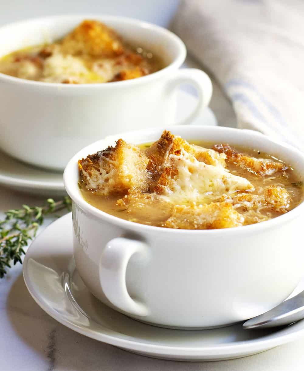 French Onion Soup Served In White Bowls French Onion Soup Recipe Onion Soup Recipes Classic French Onion Soup