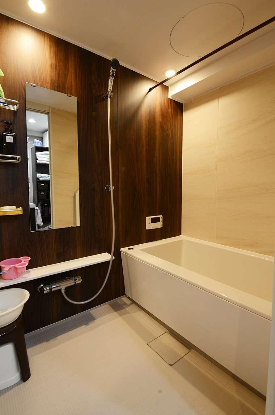 専門家 が手掛けた 木の温もり感じる浴室 光陰の家 自然素材に