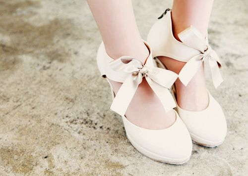 Pretty bows.  I think @A Girl, A Style would like these...