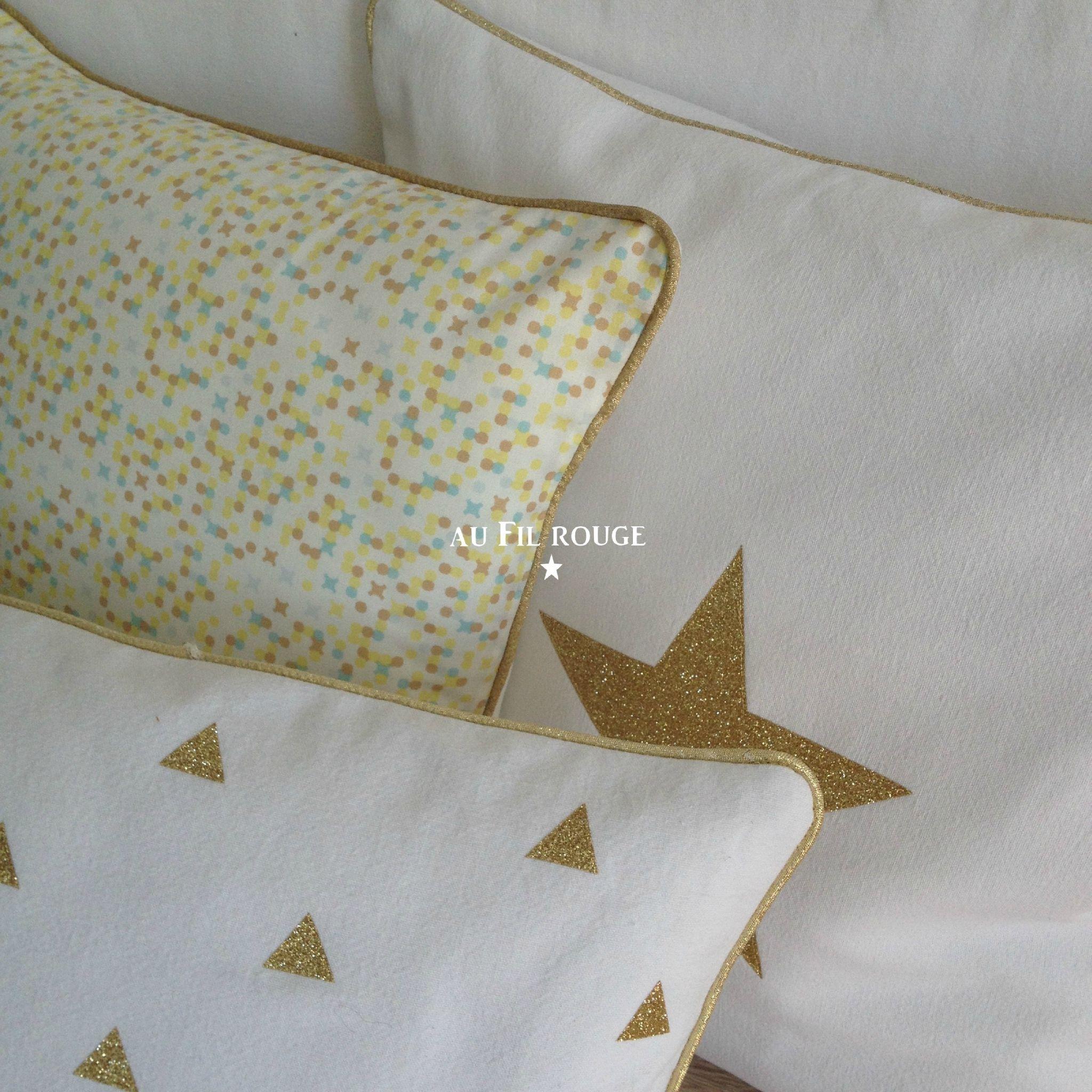 coussins blancs et or d tail 3 au fil rouge pinterest coussin blanc no l blanc et. Black Bedroom Furniture Sets. Home Design Ideas