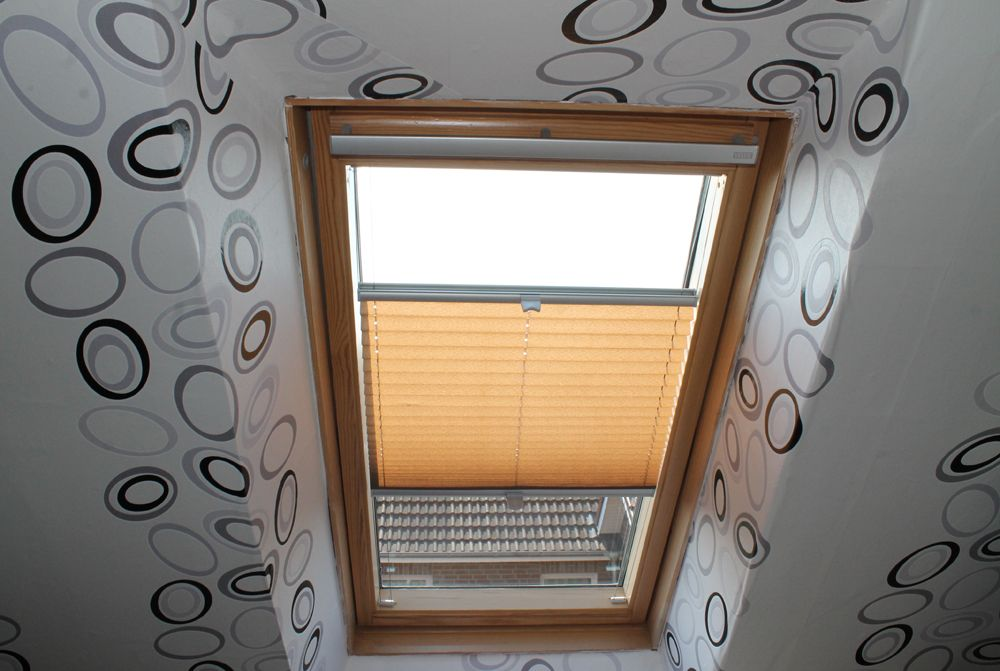 plissee im schlafzimmer dachfenster rollo gardinen f r dachfenster und dachfenster