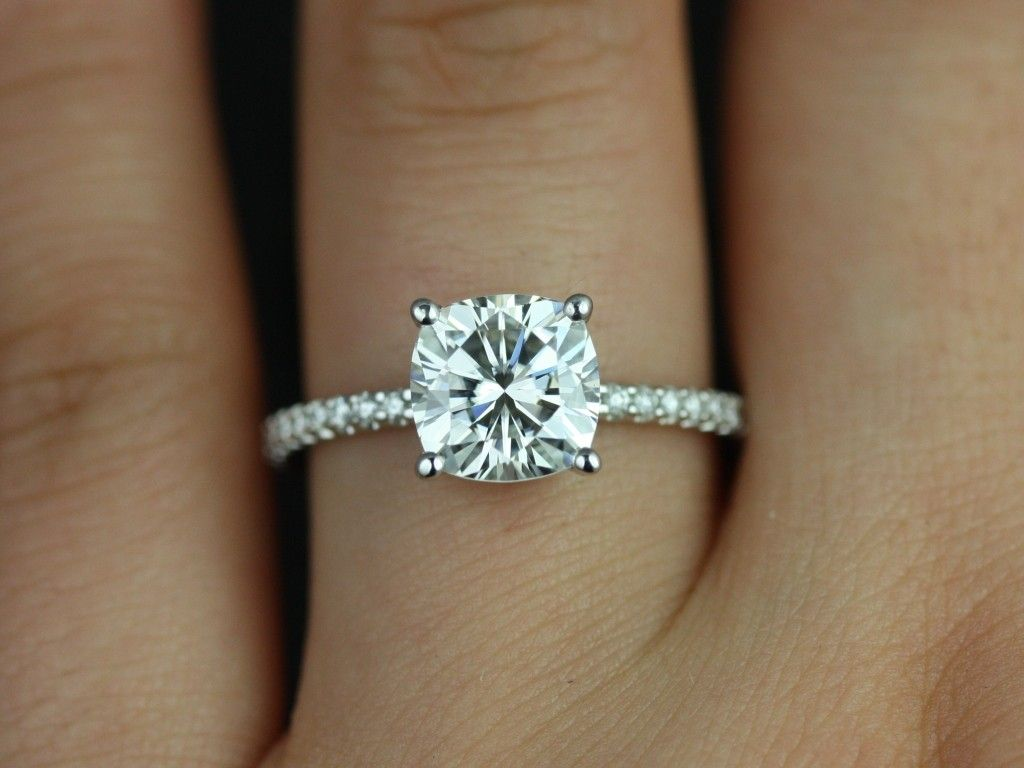 Rosados Box Blanche White Gold Thin FB Moissanite and Diamond Cushion Engagem