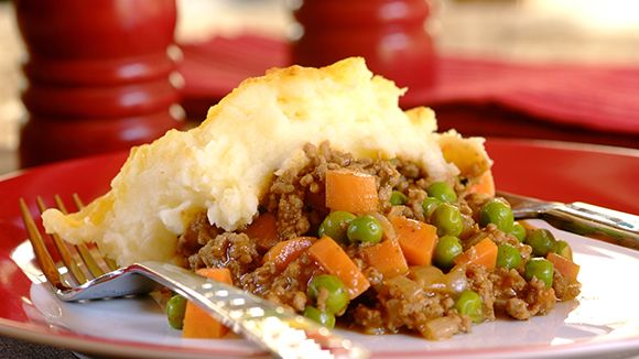 Grannys Cottage Pie With Peas And Carrots Cottage Pie Easy Cooking Recipes African Cooking