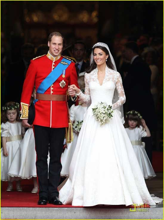 Some of the wedding ceremonies are so impactful and dreamy that these have become most popular weddings ever. Celebrity weddings and the Royal Family weddings mostly have fairy tale theme or some luxurious wedding spots that they attract a larger crowd and get wide media attention.