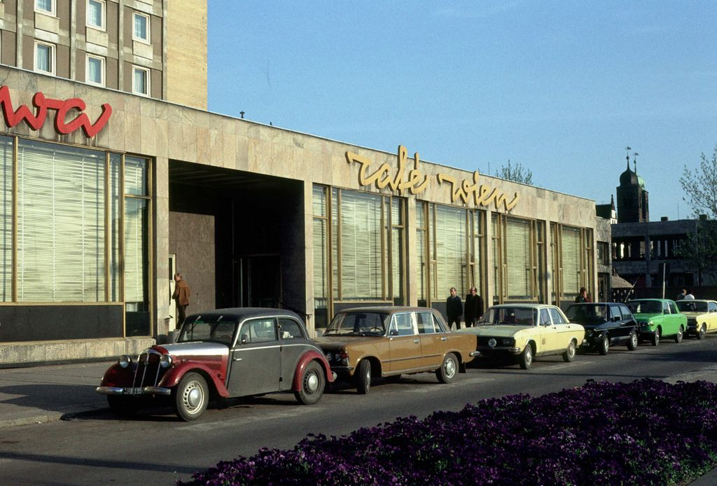 1980 05 hotel international magdeburg deutsche. Black Bedroom Furniture Sets. Home Design Ideas