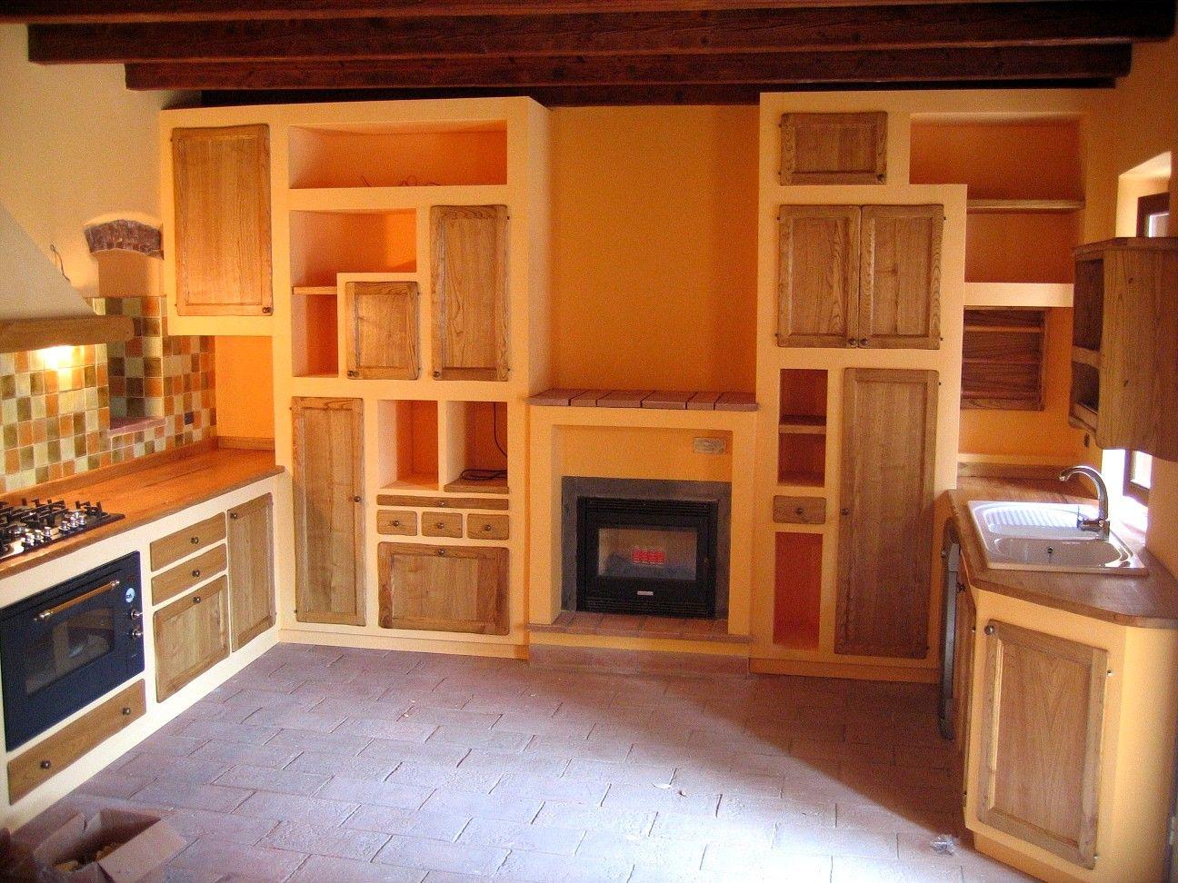CUCINA.-  legno di castagno. olio e cera  compensato trattato per muratura.  TESTADILEGNO