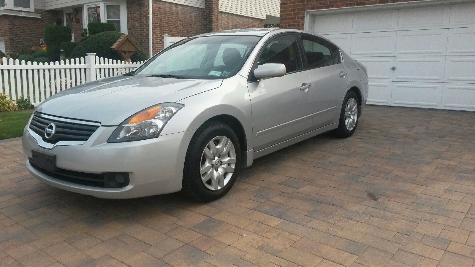 awesome great 2009 nissan altima 2.5 s one owner beautiful silver
