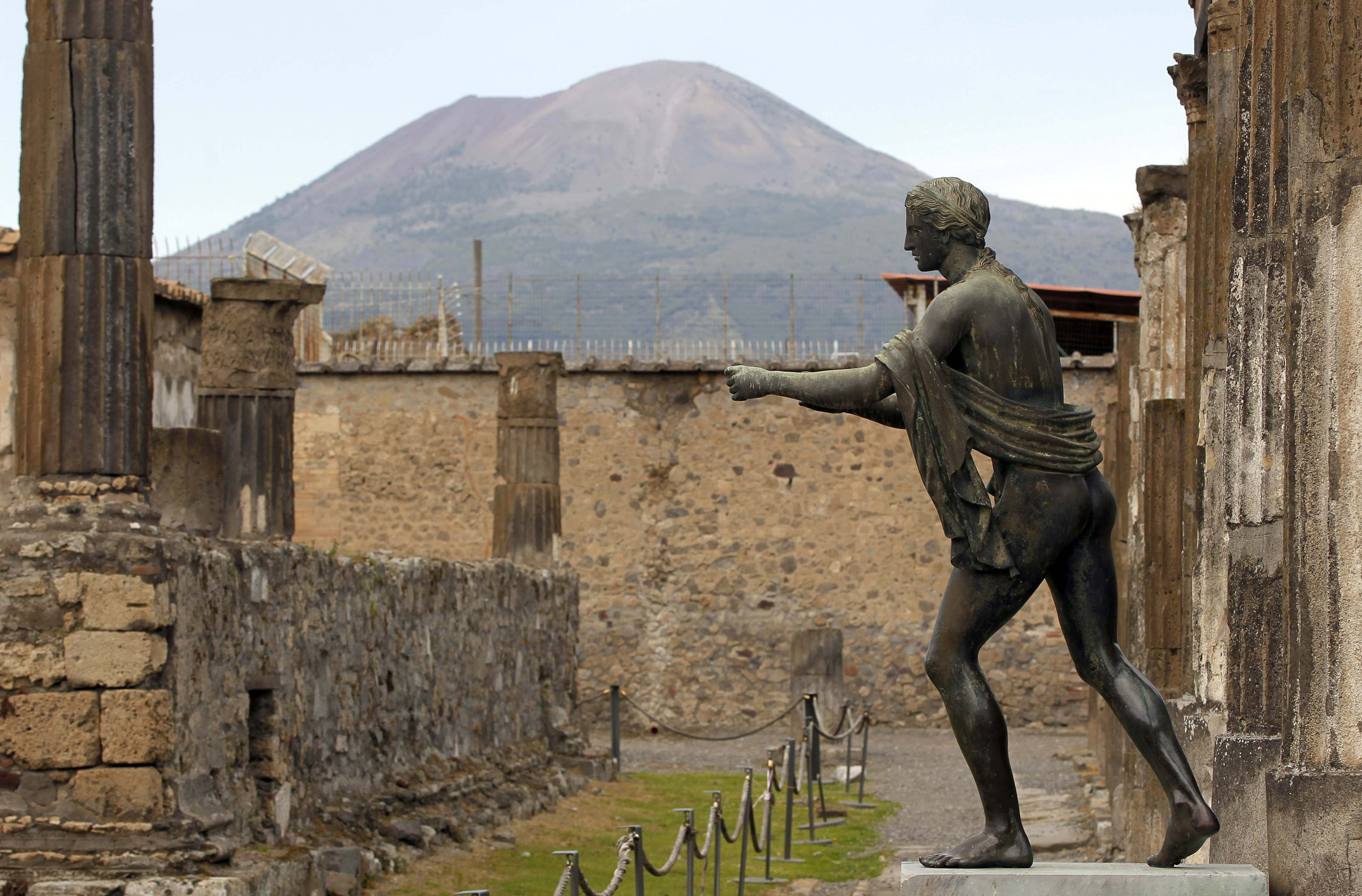 Pompeii Is A Tricky Visit Here S Some Help Pompeii Greek Cruise Amalfi Coast Travel