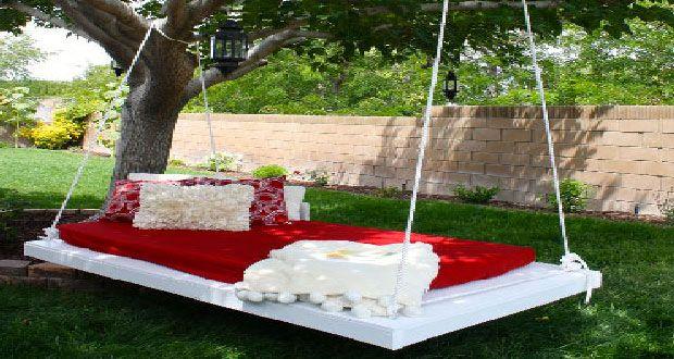 faire une balancelle de jardin en palette pour 40 terrasse de palette en d lire balancelle. Black Bedroom Furniture Sets. Home Design Ideas