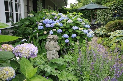 garden hydrangeas statue decor and accessory conte conte llc greenwich - Front Yard Cottage Garden Ideas
