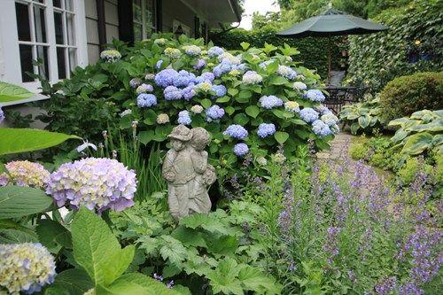 Garden Hydrangeas Statue Decor And Accessory Conte Conte Llc