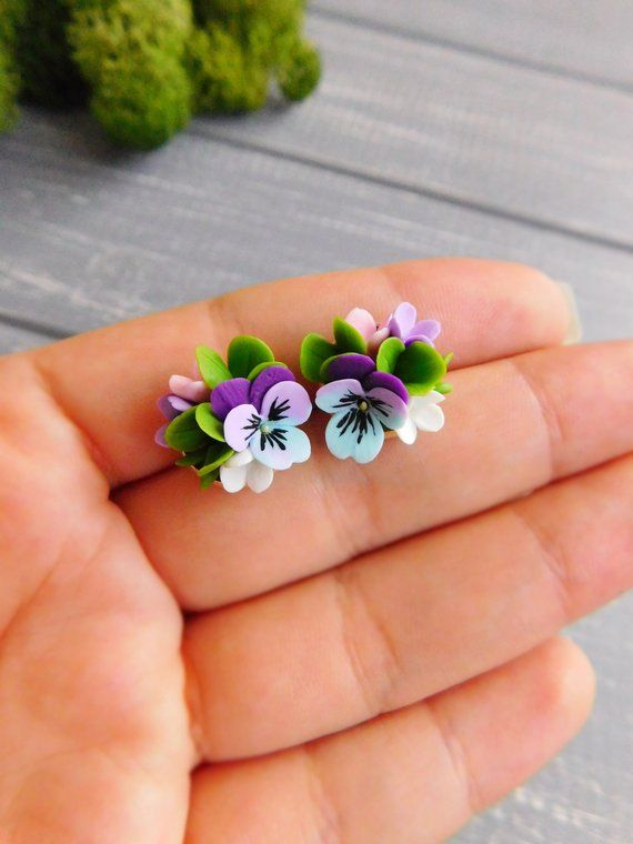 Dainty Flower Studs Pansy Stud Earrings Tiny Studs Purple Etsy Clay Flowers Polymer Clay Flowers Flower Studs