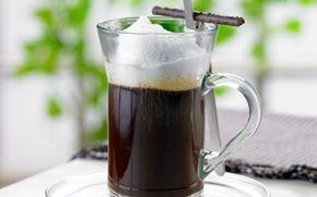 Kaffe med varme krydderier Kaffebønnerne er her kværnet med kanel, kardemomme og peber, hvilket giver en skøn og aromatisk kaffe.
