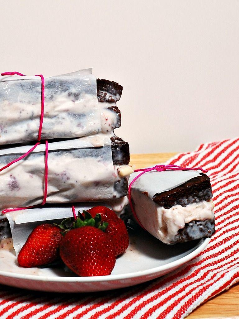 Strawberry Cheesecake Ice Cream Sandwiches #SundaySupper #icecreamsandwich