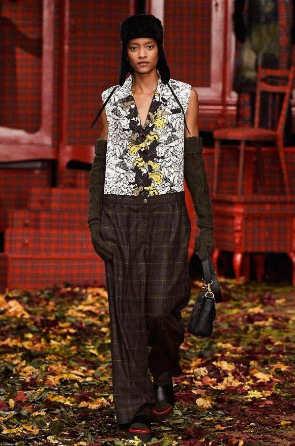 I'M ISOLA MARRAS, Sfilate • Milano Moda Donna F/W 2015-2016