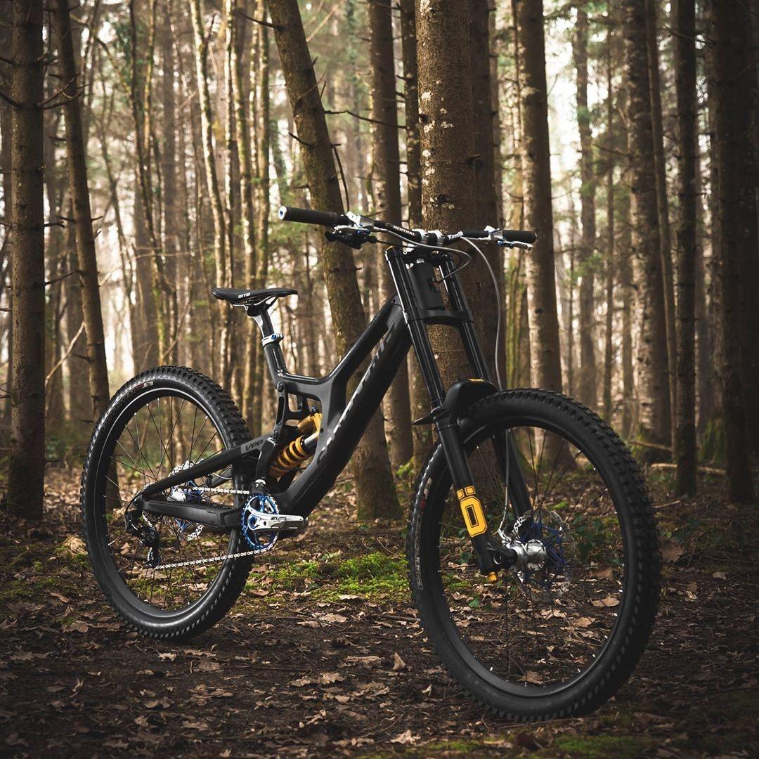 Santa Cruz V10 With Ohlins Suspension In 2020 Mtb Bike Mountain Mountain Bike Action Racing Bikes