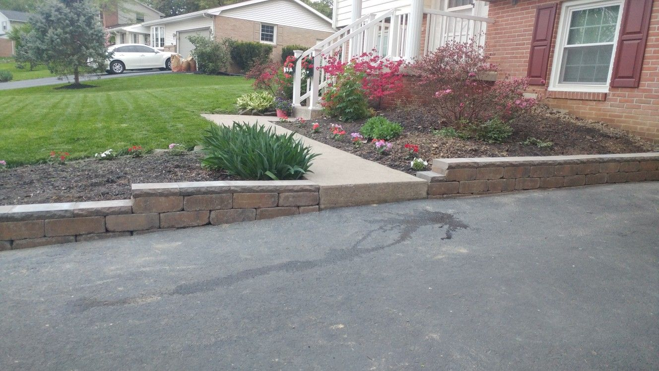 Diy Retaining Wall Along Driveway Done In One Weekend Front