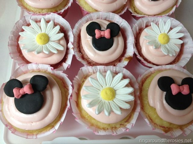 Minnie Mouse birthday cupcakes fondant daisy