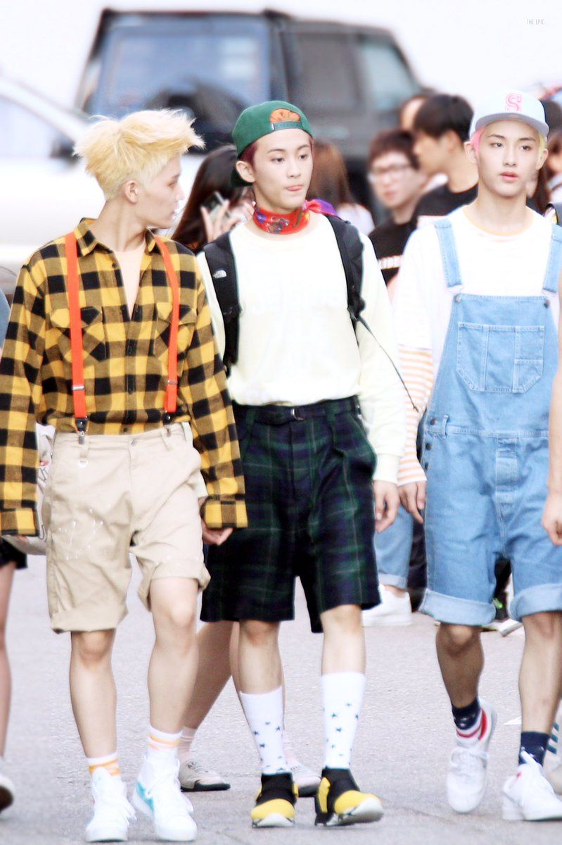 160708 #NCT127 #NCT #MARK #마크 with #WINWIN #윈윈 #TAEIL #태일 Walk like a model 😂😝 https://t.co/qb82WjSiRJ