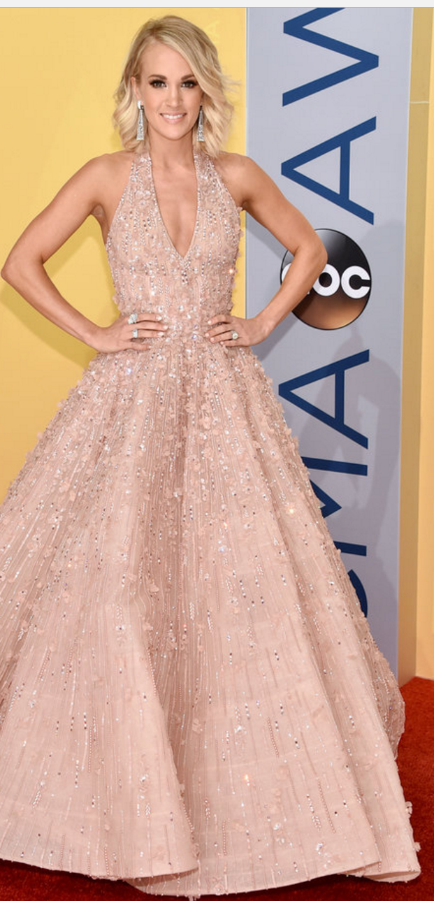Who made Carrie Underwood\'s tan gown, jewelry, and shoes? (OutfitID)