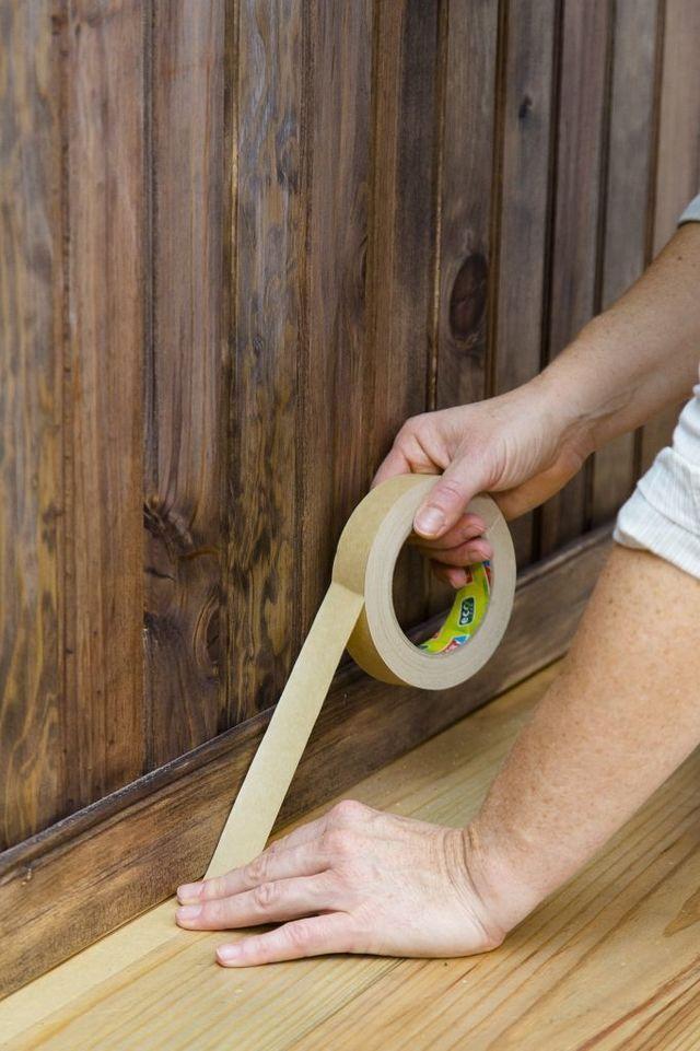 Relooking lambris bois avec peinture badigeon Libéron effet métal