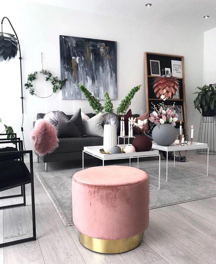 D 233 Coration Salon Moderne Avec Un Pouf Rose Et Dor 233 Des