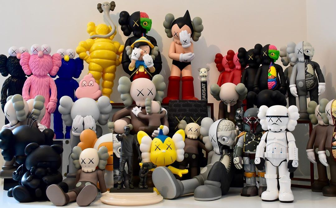 My Vinyl Kaws Collection Started 10 Years Ago Way Before The Hype That S How I Got All These Toys I Ve Bought So Art Toys Design Vinyl Art Toys Kaws Figurine