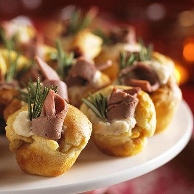 Mini yorkshire puddings with beef and horseradish recipe for Yorkshire pudding canape