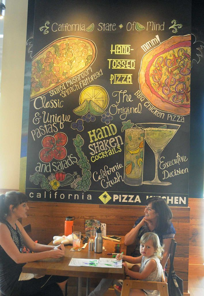 Brilliant California Pizza Kitchen Launches New Model In The Woodlands Home Interior And Landscaping Eliaenasavecom