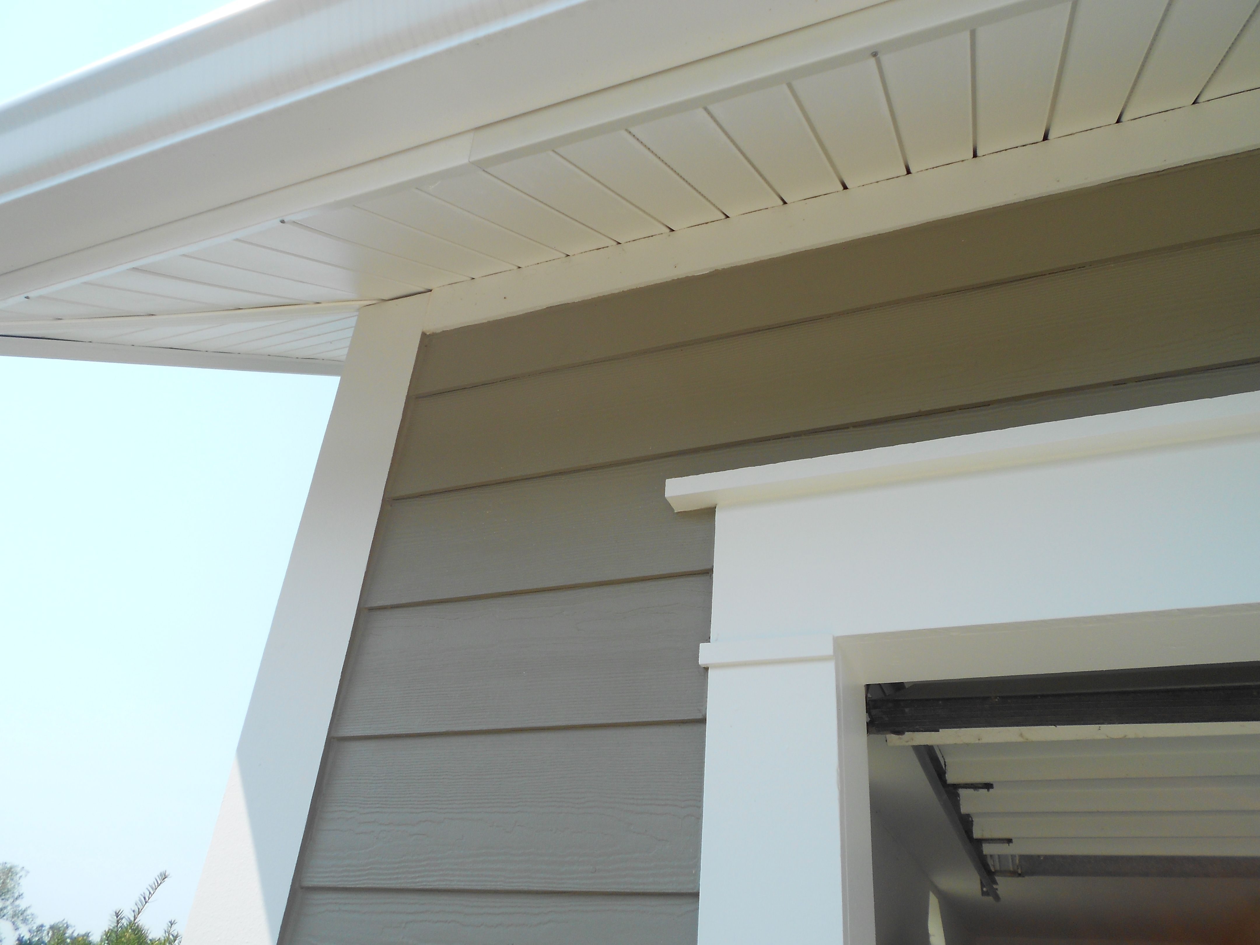 Close Up Of Aluminum Wrap Fascia And Royal Hidden Vent Vinyl Soffit Both White Hardie Siding Hardy Plank Siding House Paint Exterior