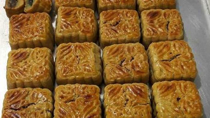 Kue Bulan Bangka Beli Satu Makan Rame Rame Mooncake Ini Jadi Tradisi Di Indonesia Lho Makanan Mooncake Kue