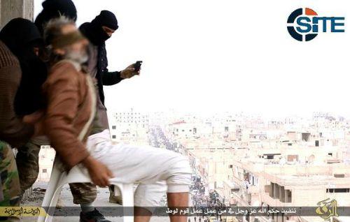 Estado Islámico lanza a otro hombre de edificio por ser gay