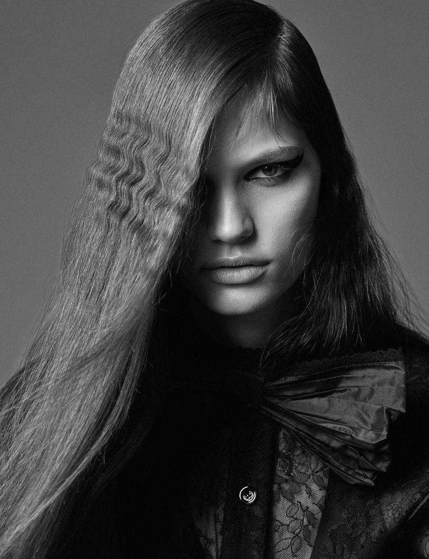 Photography: Mario Sorrenti.Styled by: Aleksandra Woroniecka. Hair: Bob Recine. Makeup: Aaron de Mey. Model: Faretta.