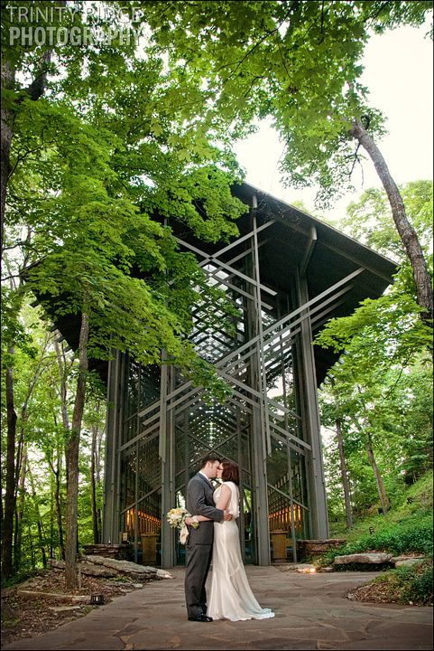 Eureka Springs Wedding Photographers Thorncrown Chapel Sean And Lexy