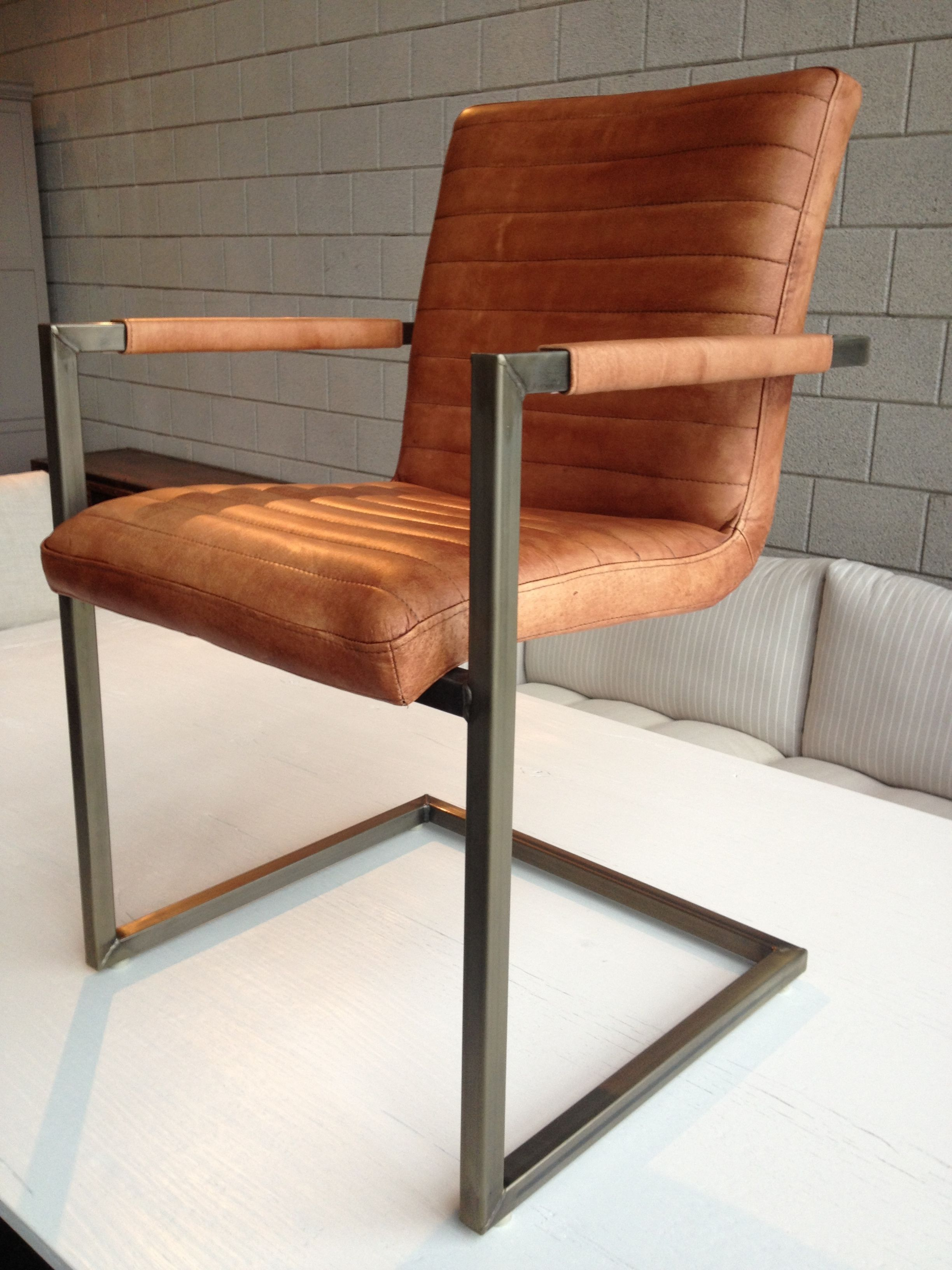 Eetkamerstoel sturdy eetkamerstoelen pinterest for Eettafel stoelen cognac
