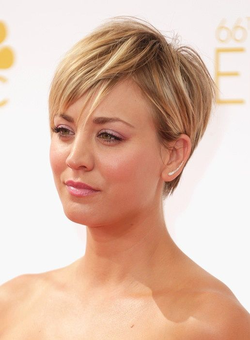 Kaley Cuoco Emmy 2014 Hair Frisuren Feines Haar Kurze Blonde