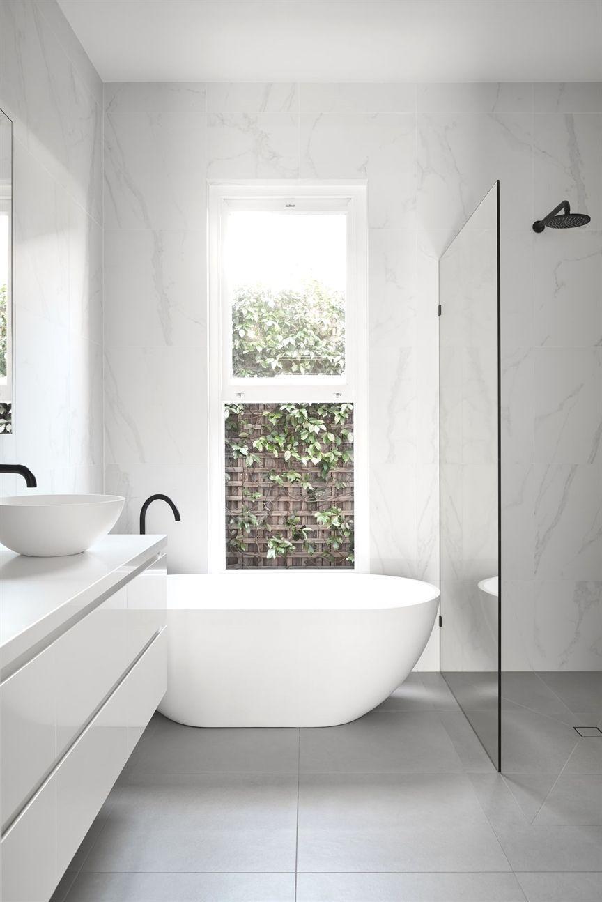 12 Badkamers inspiratie met een (half) vrijstaand bad #badkamerinspiratie