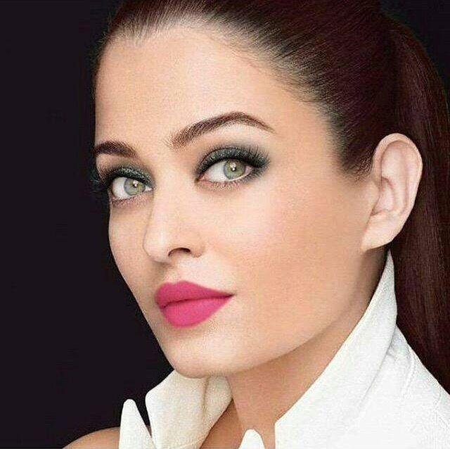 Aishwarya Rai Www Facebook Com Ilovehotandcutecelebrities Aishwarya Rai Aishwarya Rai Bachchan Beautiful Indian Actress