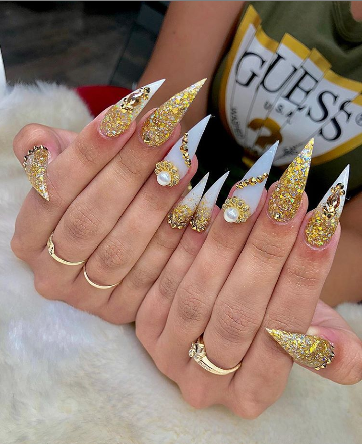 Gold Acrylic Stiletto Nails Design For Summer Nails Classy Stiletto Nails Long Unique Stiletto In 2020 Gold Acrylic Nails Acrylic Nails Stiletto Long Acrylic Nails