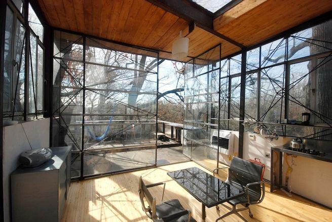 A Treeline Terrace Channelling Philip Johnson (Atlanta, Georgia) The