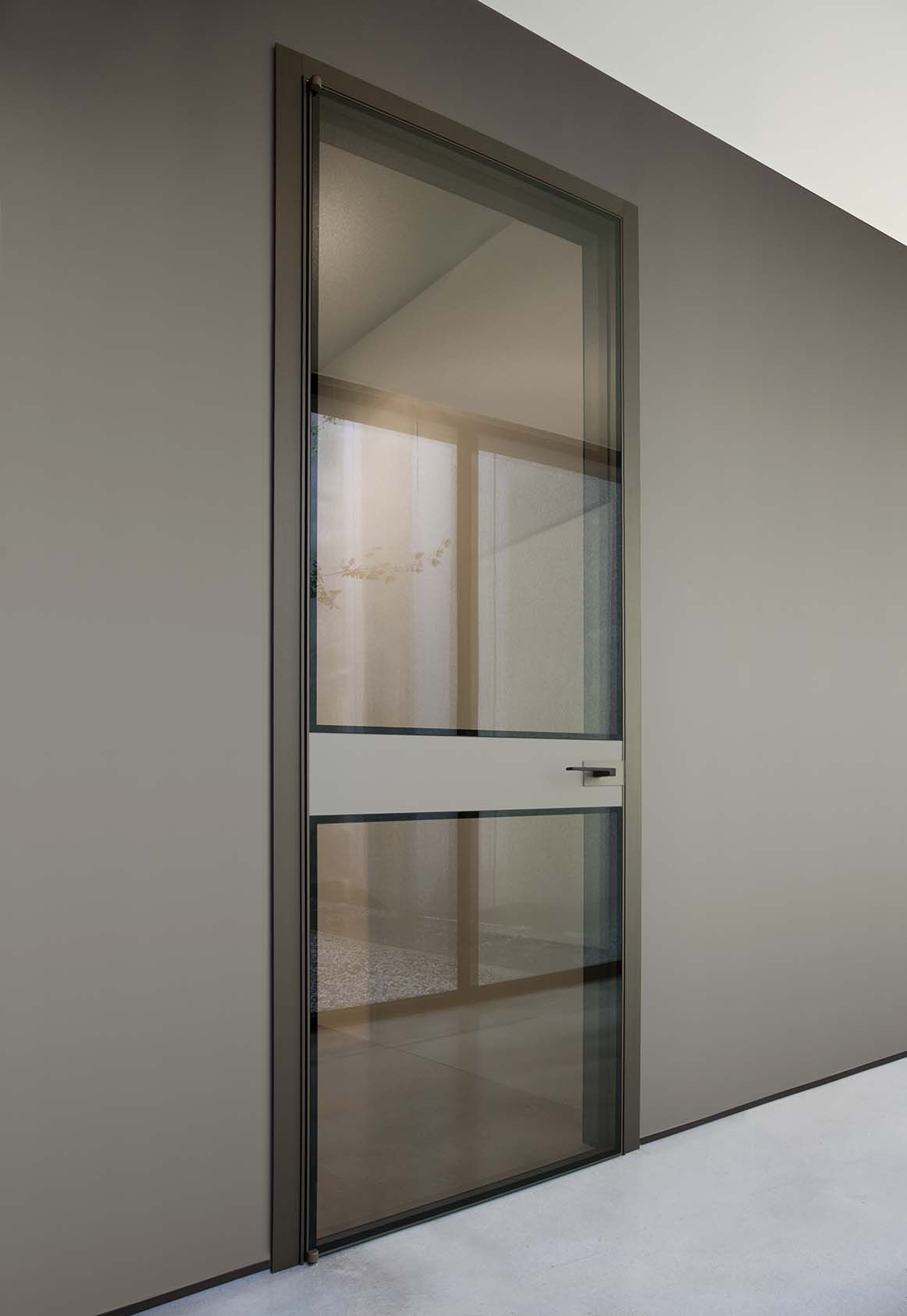 Porta battente in alluminio bronzo e doppio vetro reflex bronzo fascia centrale in specchio - Porta a doppio battente ...