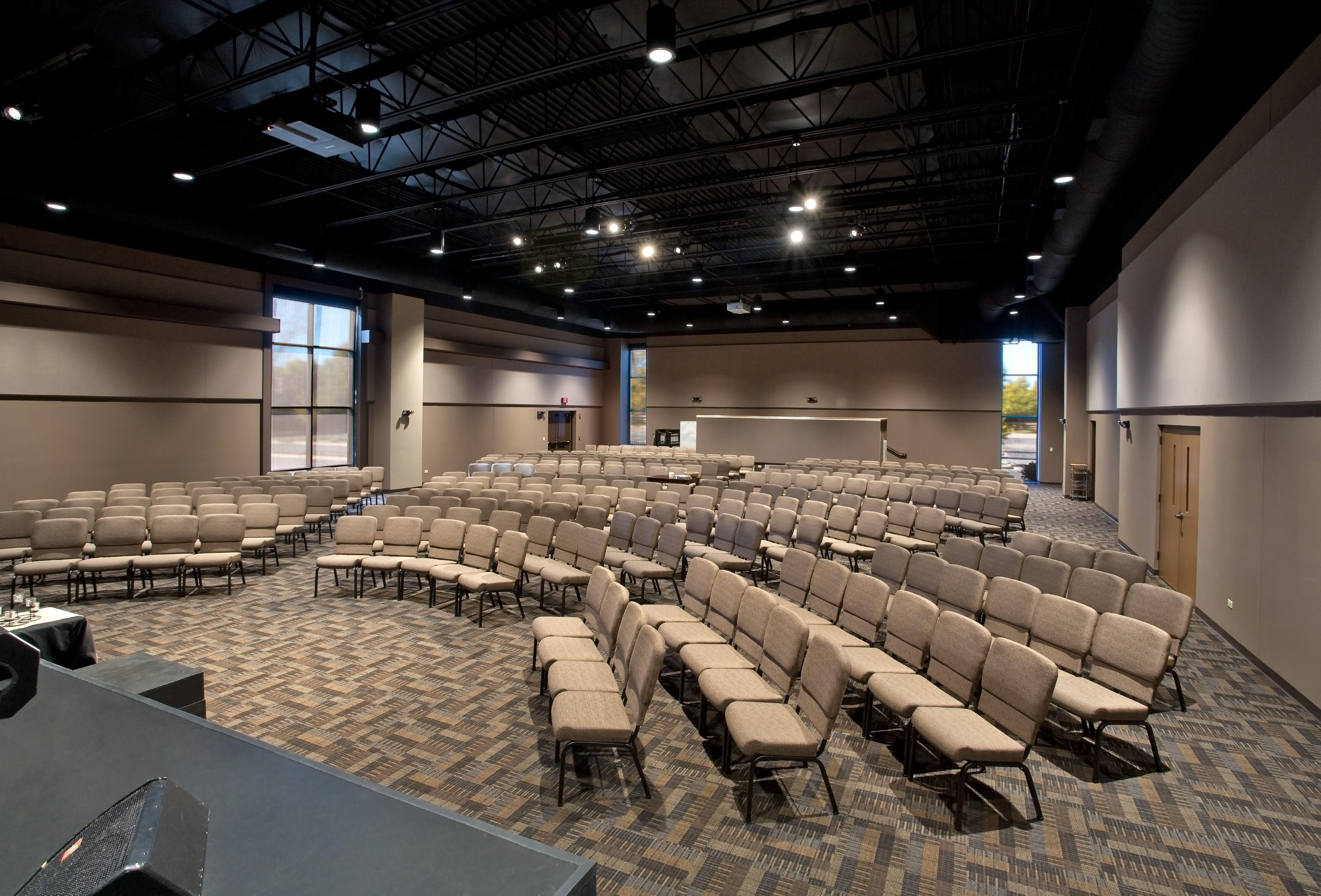 Multi purpose naperville il sanctuary sanctuary for Modern church youth building design