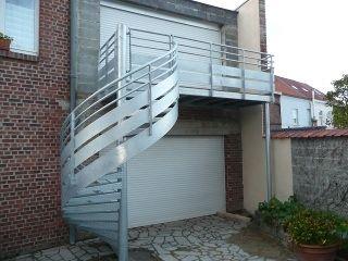 metal et concept terrasse m tallique suspendue et mezzanine ext rieure ext rieur pinterest. Black Bedroom Furniture Sets. Home Design Ideas