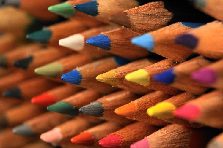 A escolha de cores-  essencial em vários trabalhos de comunicação visual