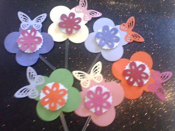 15 Totens para Cupcake Flores com borboletas coloridas. tamanho 7cm. R$ 30,00