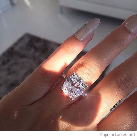 glamour-ring-design-for-a-queen